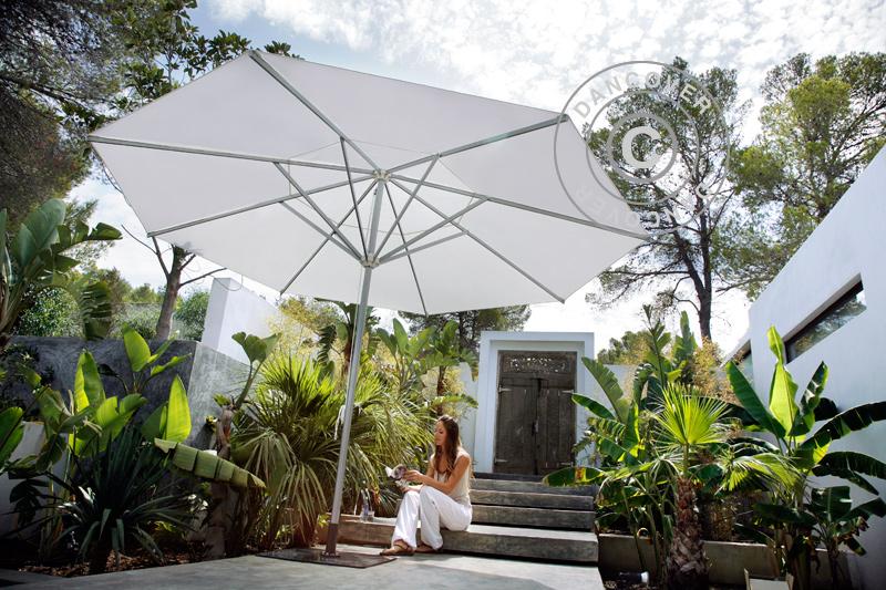 Sombrillas de jardín que proporcionan sombra y comodidad durante los calurosos días de verano